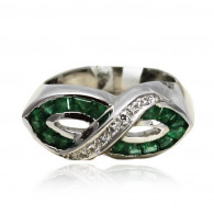 White Gold Ring With Baguette And Emerald Cut Emeralds And Brilliant Cut Diamonds