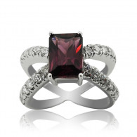White Gold Ring With Emerald Cut Amethyst And Brilliant Cut Diamonds